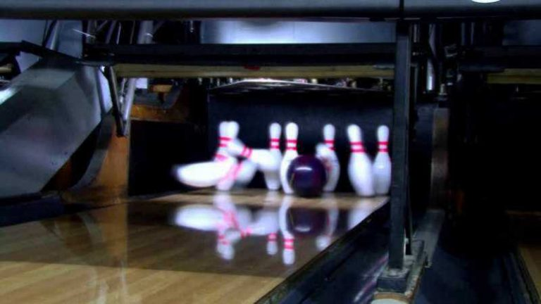 Top 4 Best Bowling Ball for Dry Lanes 2021 (Updated Reviews)