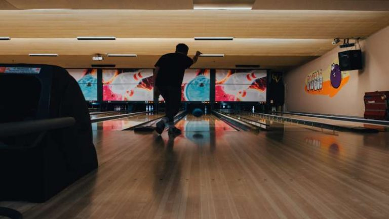 Top 5 Best Bowling Balls for Seniors | Reviews of 2021